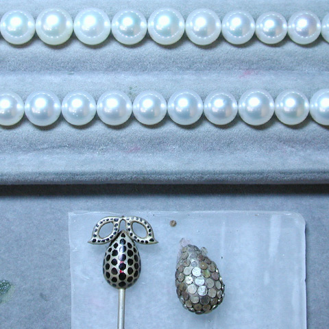 Pearls laid out according to size