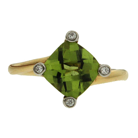 Peridot and diamonds yellow gold ring