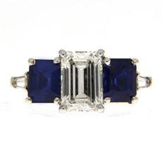 Scintillating Rings - Moving Light in Diamonds