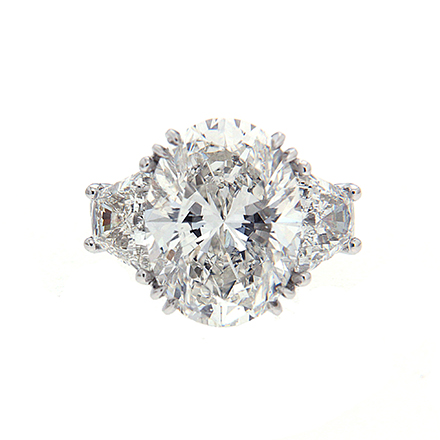 On Oval-Cut Diamonds